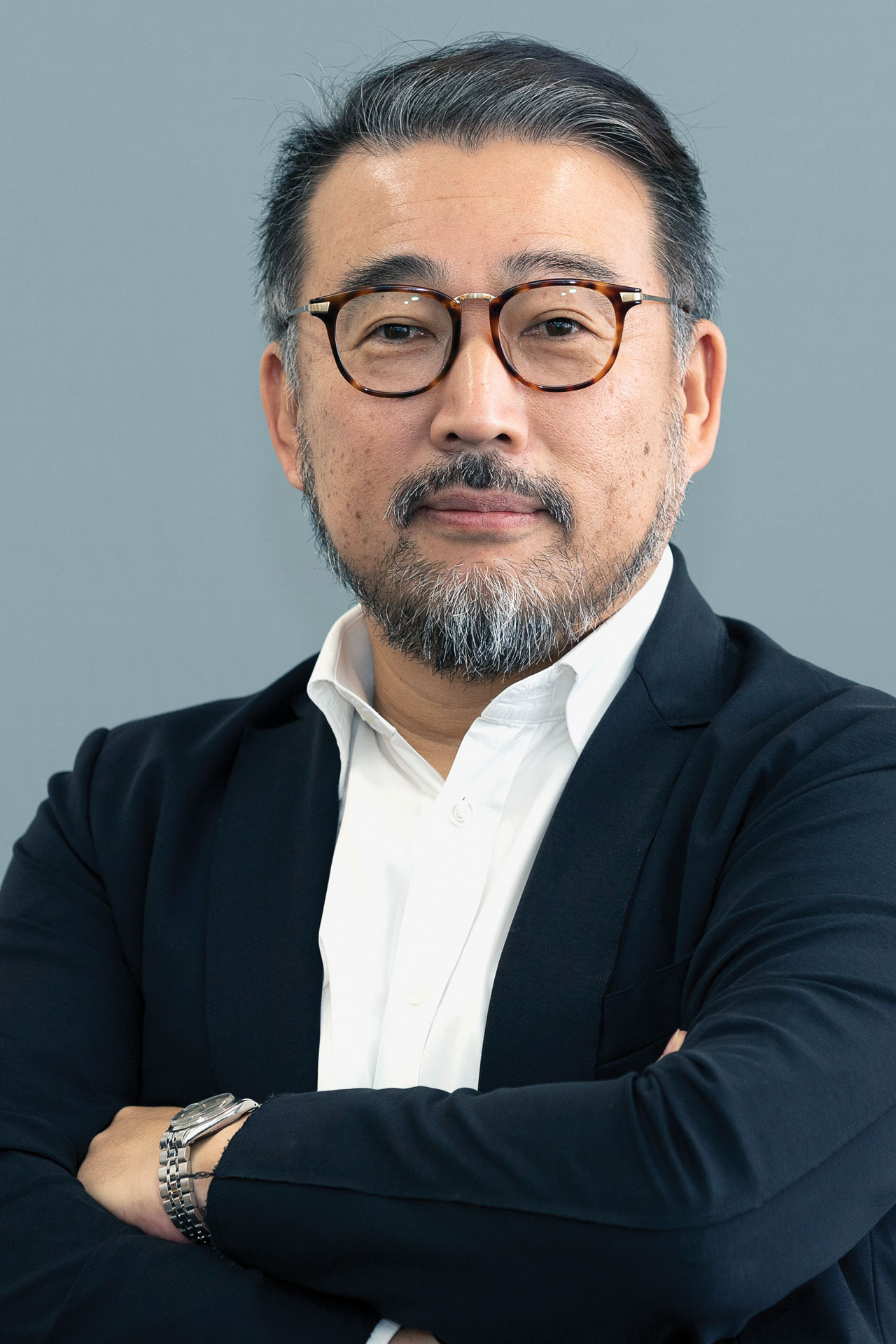 Portrait Dr. med. Hideki Katano, japanischer Experte zu Regeneration und Schlaf sowie Gründer der Firma VENEX